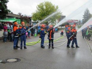 Zeller Feuerwehrgerätehaus entpuppte sich als Herbstlaube