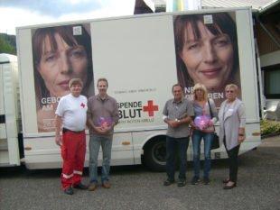 Albert Gutmann als 750. Blutspender in Nordrach geehrt werden
