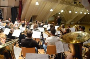 Debüt für Dirigent Ralf Ehrhardt  morgen beim Nikolauskonzert
