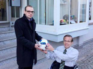 LBS-Bezirksleiter spendet den Spielball