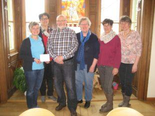 Flohmarkt-Team der Pfarrgemeinde unterstützt die Sozialstation