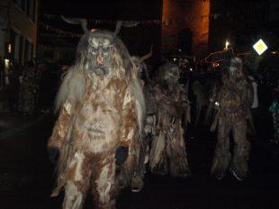 Hexen, Teufel und Tiermasken sorgten für ein gruseliges Spektakel