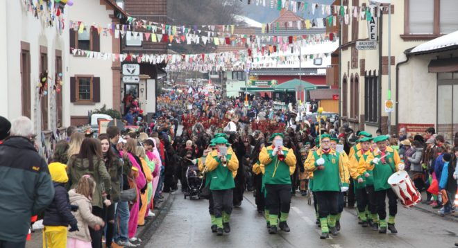 Es war die größte Ansammlung von Hästrägern und Musikern, die Oberharmersbach je gesehen hat