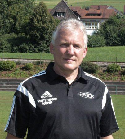 Manfred Hellmig bleibt Trainer des SVO