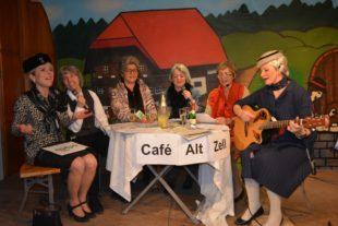 Seniorinnen trinken »Piccolöle« im Untertorpark