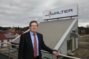 Auf dem Dach von »Prototyp« strahlt das Logo der Marke »Walter«