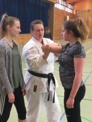 Karate-Weltmeisterin rät den Mädchen: »Nicht in die Opferrolle drängen lassen!«