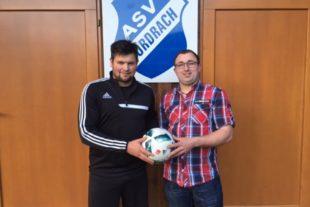 Markus Faißt spendet  den Spielball