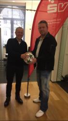 Andy Leopold spendete den Derby-Ball