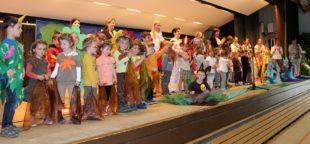 Farbenfrohes Frühlingsfest mit buntem Programm