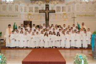 57 Mädchen und Jungen empfingen zum ersten Mal die Heilige Eucharistie