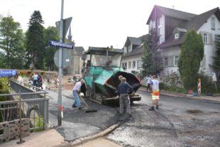 Teilstück Kapellenstraße wird mit den Asphaltarbeiten fertiggestellt