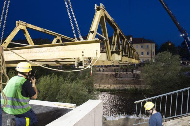 In der Kapellenstraße wird am Wochenende eine Brücke gebaut