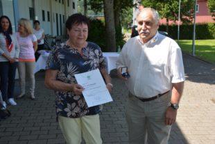 Die DFB-Ehrennadel für Rita Moosmann