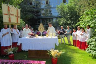 Fronleichnam mit festlicher Prozession und Aufmarsch der Traditionsvereine