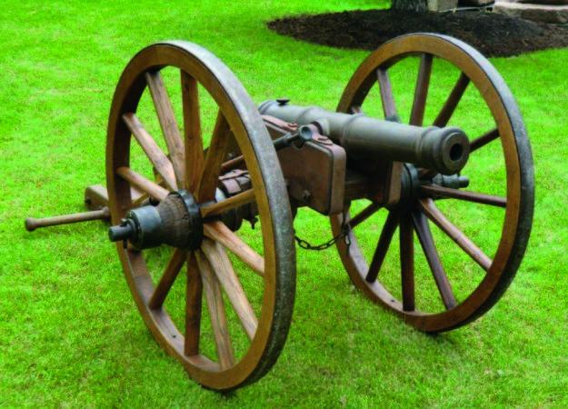 Bürgerwehr Zell a. H. zeigen Schwedenkanonen und Kanone von Weinsberg