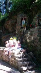 Familienwallfahrt zur neu renovierten Mariengrotte im Jedensbach