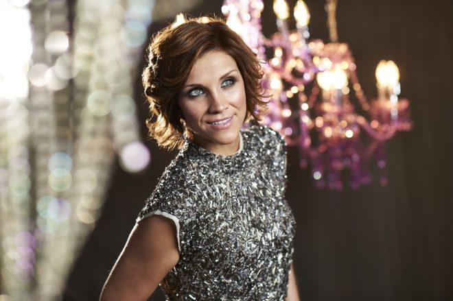 Anna-Maria Zimmermann singt als Stargast bei der Schlager-Oldie-Partynacht