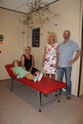 Eine neue Krankenliege für die Grundschule