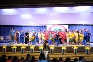 Ein farbenfrohes Schulfest der Grundschule Unterharmersbach