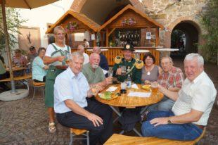 Zeller und Gäste genossen das Biwak der Bürgerwehr auf dem Kanzleiplatz