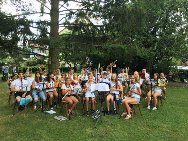 Jugendorchester ZEH musiziert im Schwimmbad