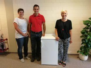 Ein neuer Kühlschrank  für die Grundschule