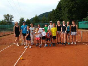 Biberstarkes Ferienprogramm: Viel Spaß beim Tennisspielen