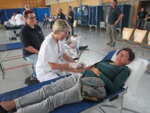 Über 200 spendewillige Blutspender