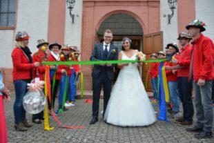 Großes Hochzeitsspalier für Ylenia und Markus Birk