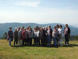 Landfrauen genossen Aussicht vom Panoramaberg des Schwarzwaldes