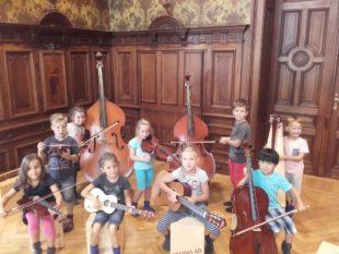 Kinder unterwegs im musikalischen Mitmach-Museum »Toccarion«