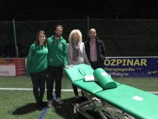 Özpinar Therapiegeräte spendet der DJK eine hochwertige Massageliege