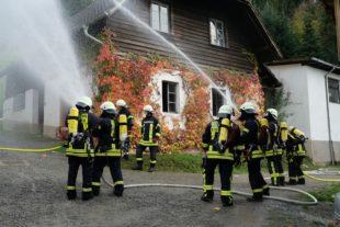 Verpuffung beim Schnapsbrennen setzt Nebengebäude in Brand