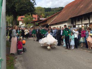 Großer Bahnhof zur Hochzeit von Frank und Carina Becherer