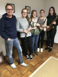 Leistungsabzeichen in Gold für vier junge Musikerinnen