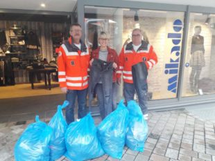 Mikado Moden sammelte 500 Hosen für das Deutsche Rote Kreuz