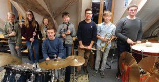 Acht Jungmusiker stehen beim Cäcilienkonzert im Rampenlicht