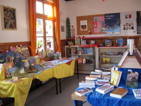 Buchausstellung in der Kath. öffentlichen Bücherei Biberach
