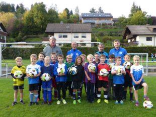 Jugendförderverein des FVU spendet neue Fußbälle für die G/F-Junioren