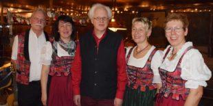 Zauberhaftes »Z' Licht geh'n« auf dem Mühlstein begeistert Besucher