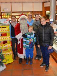 Der Nikolaus besuchte die Kinder in den Brenner-Apotheken