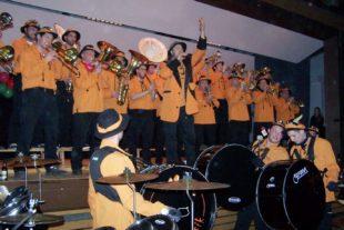 Eckwaldpuper und Mändigs Musik rockten den Hexenball im Hombe