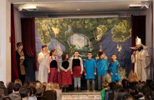 Grundschule verwandelte sich in ein Opernhaus