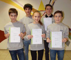 Leistungsabzeichen  für fünf Jungmusiker