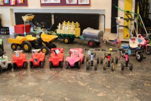 Räder und Traktoren wechselten beim Fahrzeugbasar die Besitzer