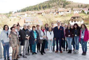 Prototyp-Mitarbeiterinnen und -Rentnerinnen zu Besuch bei der Junker Gruppe