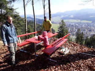 Neue Sitzgruppe am Badwald