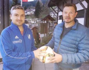 Markus Kälble spendete  den ASV-Spielball