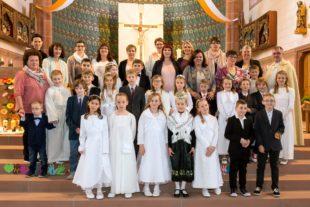 Erstkommunionkinder begaben sich Hand in Hand mit Jesus auf den Weg